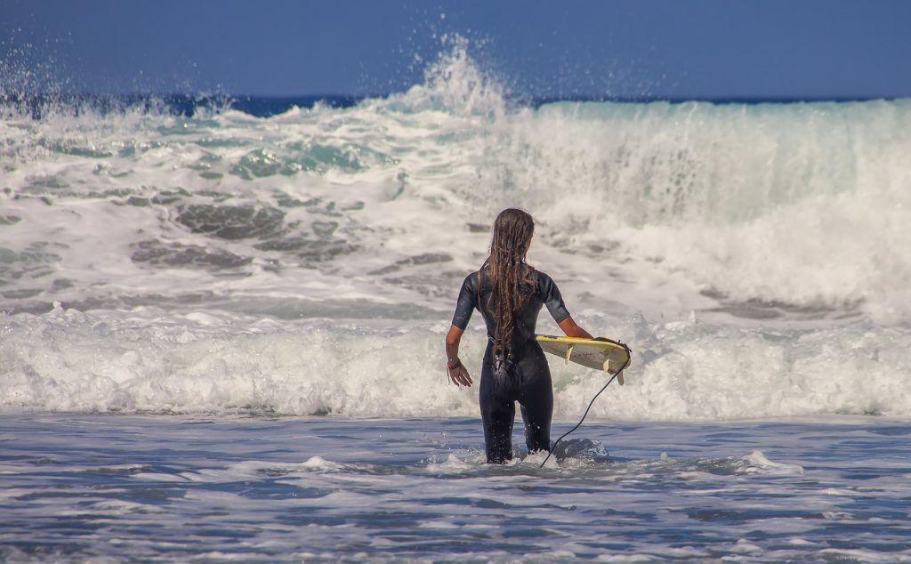 Cinco deportes acuáticos perfectos para mantenerse en forma en verano
